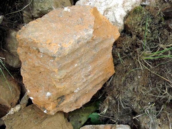 Средневековый кирпич-пальчатка